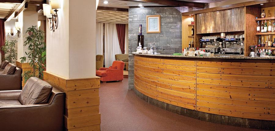italy_la-thuile_planibel_hotel_bar2.jpg